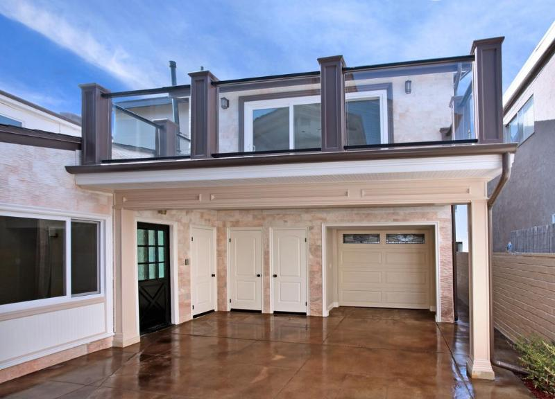 Exterior of the Upscale Balboa Bungalow - Classy-Upscale Balboa Bungalow! Steps 2 Sand! - Newport Beach - rentals