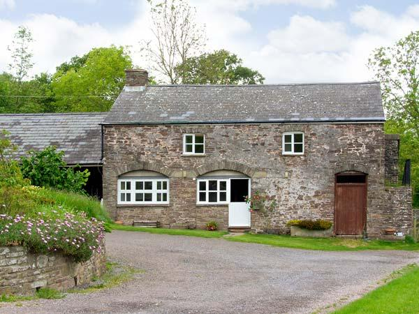 THE CIDER HOUSE, family friendly, character holiday cottage, with a garden in Llanddewi Skirrid, Ref 7191 - Image 1 - Monmouthshire - rentals