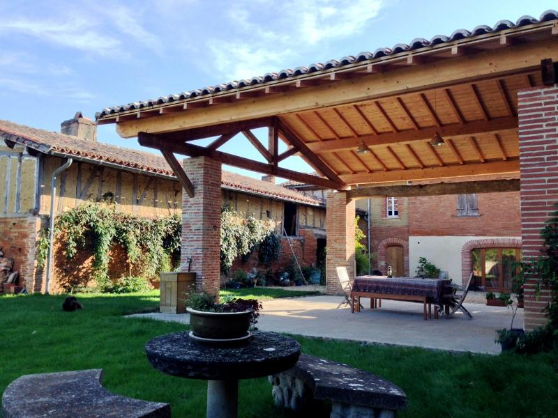 House & outdoor dining area seen from the garden - Historic house close to Toulouse, France Sleeps 8 - Toulouse - rentals