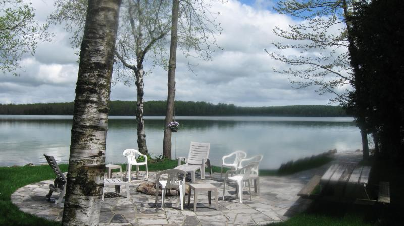 stone patio with firepit at the water edge - SAUBLE BEACH WATERFRONT COTTAGES-LAKE FRANCIS COTTAGES - Sauble Beach - rentals