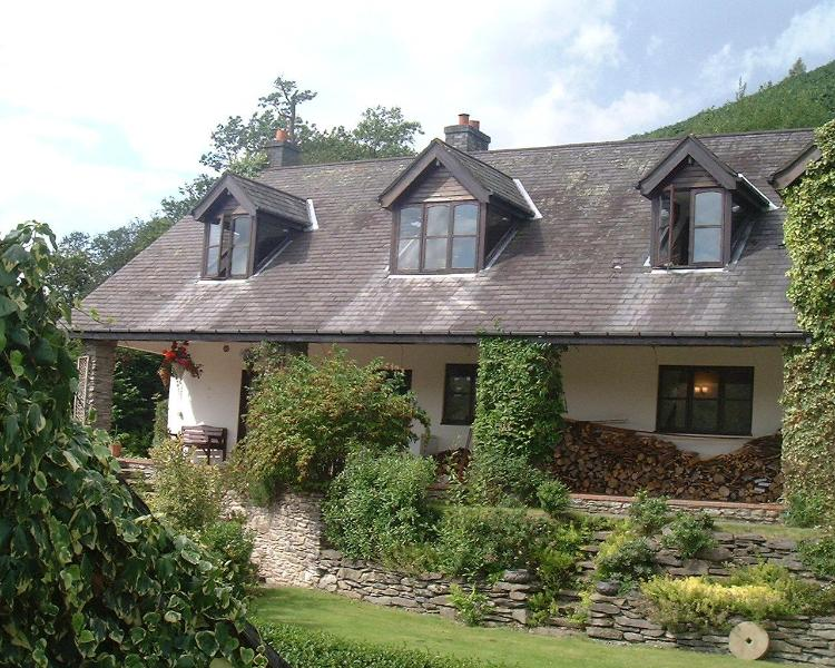Large 2 bedroom stone cottage 2m. from Llangollen. - Image 1 - Llangollen - rentals