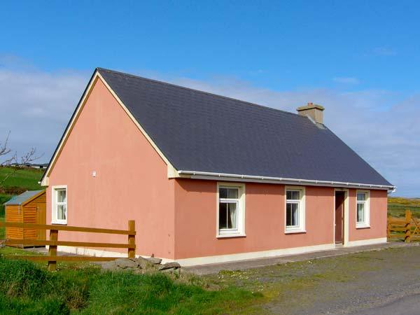 NEWTOWN COTTAGE, pet friendly, country holiday cottage, with a garden in Carrigaholt, County Clare, Ref 4639 - Image 1 - Carrigaholt - rentals
