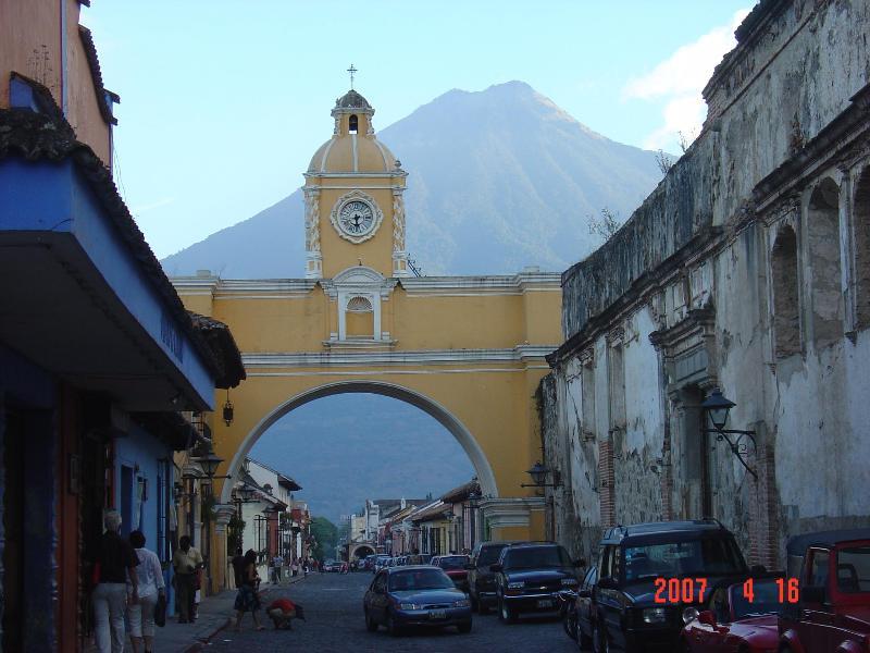 CITY SCENES: CALLE DEL ARCO - Casa De Mis Sueños - Antigua Guatemala - rentals