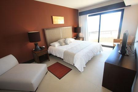 Master bedroom with king bed and flat screen TV - Aldea Thai with Plunge Pool - Estrella - Playa del Carmen - rentals