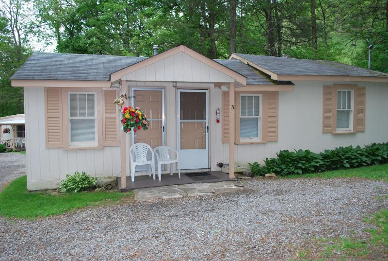 Alamo Motel and Cottages, Creek Side Splendor Cottage 15 - A Mountain Creek Splendor 2B/R, 2 B/R - Maggie Valley - rentals