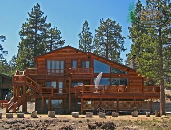 Destros Lakefront - Back of the cabin - Destros Lakefront Cabin you can relax in this dog friendly Big Bear lakefront Vacation Cabin with dock access, wifi, and BBQ. - Big Bear Lake - rentals