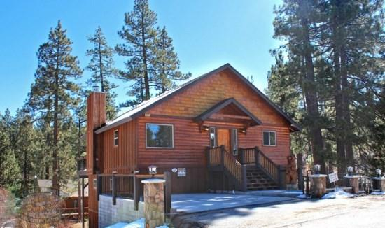 Evening Breeze - Front of the cabin SUMMER - Evening Breeze Cabin a Big Bear Vacation Cabin for the whole family and dogs to enjoy with outdoor hot tub near Snow Summit Ski Resort. - Big Bear Lake - rentals