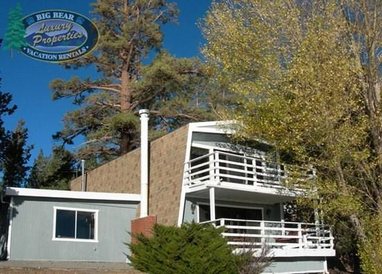 Fishermans Lakefront - Front of the cabin - Fishermans Lakefront Cabin where you will relax in this comfortable and welcoming lakefront Vacation Cabin in the downtown Village area of Big Bear Lake. - Big Bear Lake - rentals