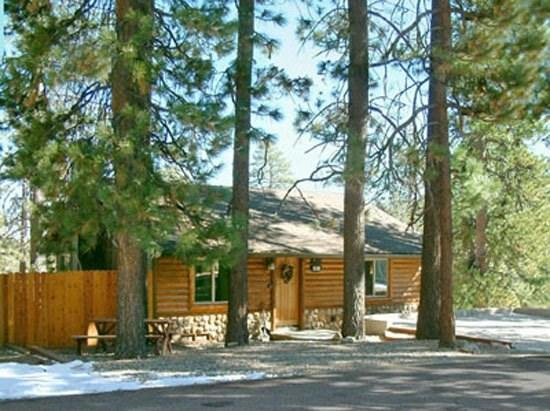 Little Star Lodge - Front of the cabin - Little Star Cabin a charming dog friendly Vacation Cabin in Big Bear with gorgeous lakeviews, fenced yard, and wifi. - Big Bear Lake - rentals
