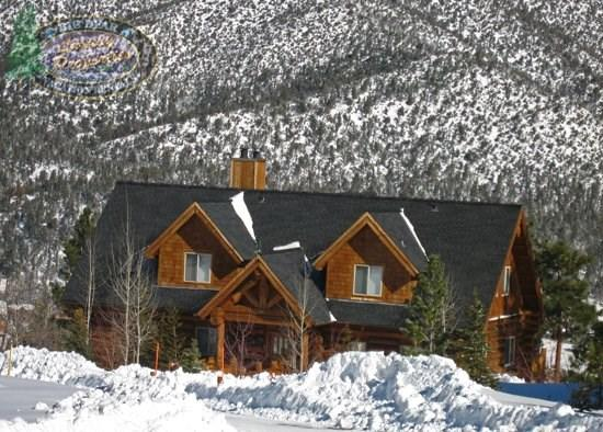 Majestic Lodge - Front of the cabin WINTER - Majestic Cabin Lodge a gorgeous log style Vacation Cabin in a quiet upscale neighborhood with breathtaking views of the lake and surrounding mountains. - Big Bear Lake - rentals