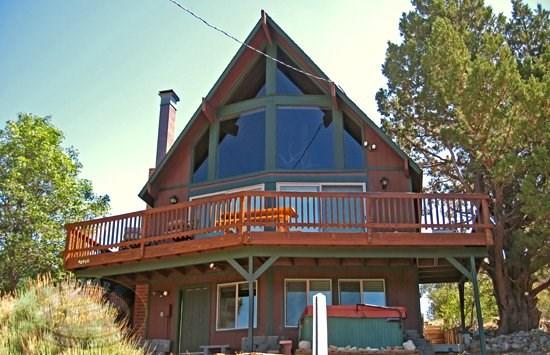 Mountain Top Views - Front of the cabin - Mountain Top Views a Big Bear Vacation Cabin with views of the local ski resort offers a tranquil paradise buried deep in the mountains of Moonridge. - Big Bear Lake - rentals
