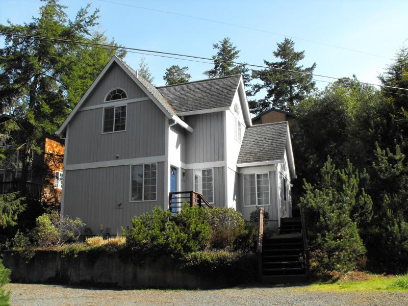 "Ocean Castle Home nestled in the trees of Manzanita - Great Price $125/nt, 2 Bdrm, 2 Bath ""Ocean Castle"" - Manzanita - rentals"