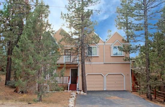 Big Tree Lodge - Front of the cabin - Big Tree Lodge is a spacious 4 bedroom cabin rental in Big Bear with beautiful views of the pine tree forest from the inside as well as the outside deck. - Big Bear Lake - rentals