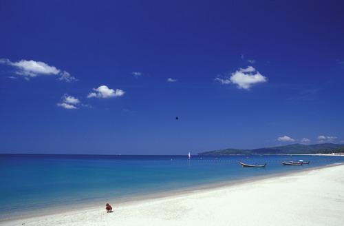 Glorious Bangtao Beach just 200 Meters away - Luxury 2-bedroom Apt, sleeps 5 + infant, pool view - Phuket - rentals