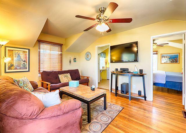 Cozy La Jolla Beach Cottage - Image 1 - La Jolla - rentals