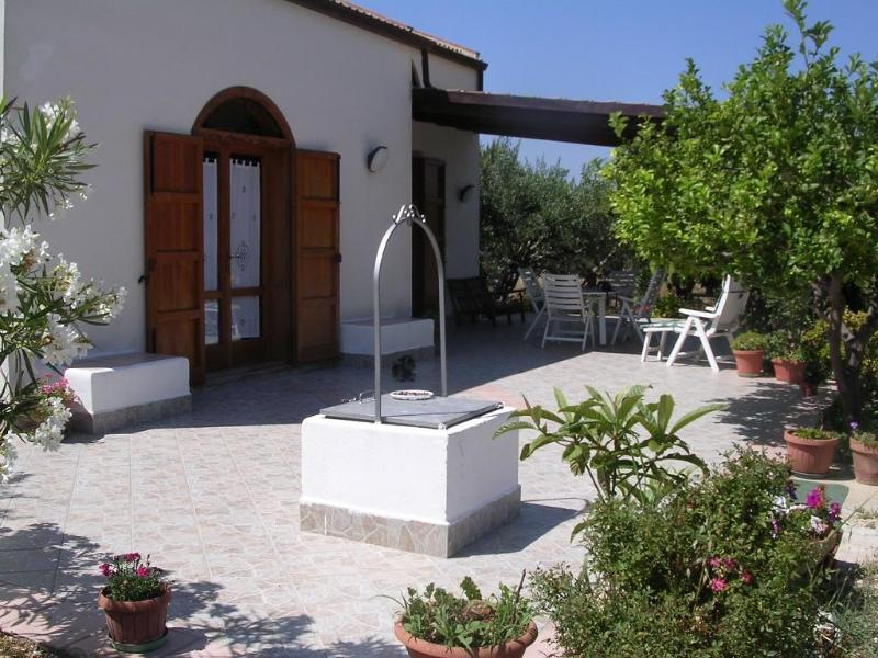 Uliveto House - Main entrance and patio - B&B in western Sicily 5 mins from the sea - Castellammare del Golfo - rentals