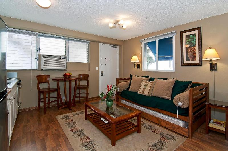Fully Remodeled Home Away from Home - BY THE BEACH! Remodeled Condo in Boutique Hotel - Honolulu - rentals
