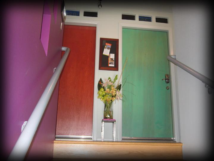 Colorful secure entry to 2nd floor studio - Historic Nob Hill Albuquerque Contemporary Studio - Albuquerque - rentals