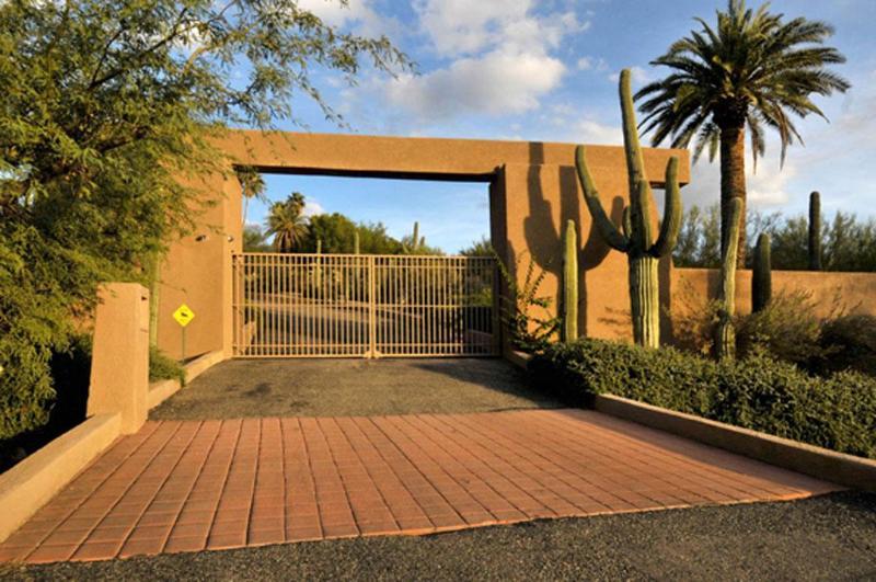 Front Gate - Private Gated 6 ac Tucson Estate - Tucson - rentals