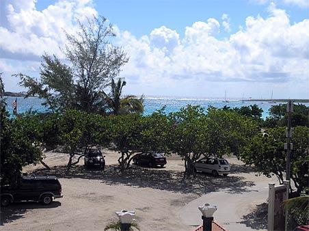 RESIDENCE de la PLAGE #37...short walk to beautiful Orient beach - RESIDENCE de la PLAGE #37...offers a great deal on Orient Beach! - Saint Martin-Sint Maarten - rentals