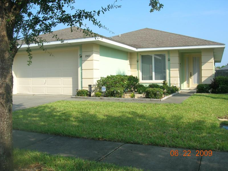 Front view of villa - 4 bed villa with pool 3 miles from Disney World - Kissimmee - rentals