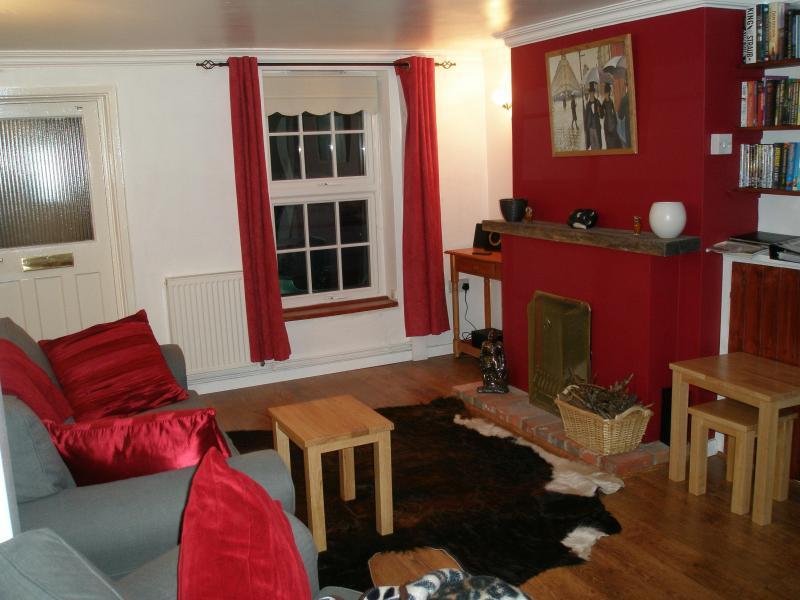 Living Room (2) - Caxton Cottage - Chichester - rentals
