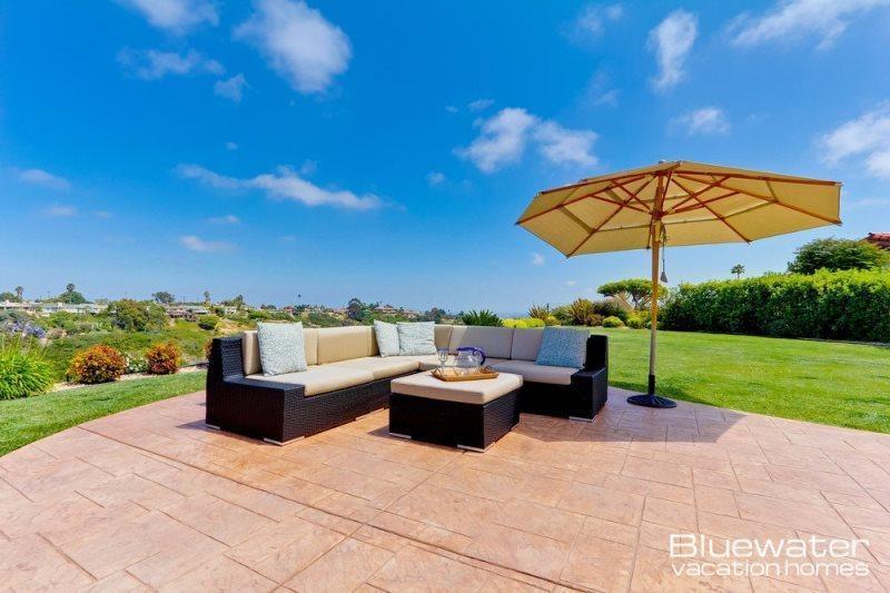 Back yard private lounge area on large grassy lot - Casa La Jolla - Tranquil Luxury Retreat - Central Coastal San Diego - La Jolla - rentals
