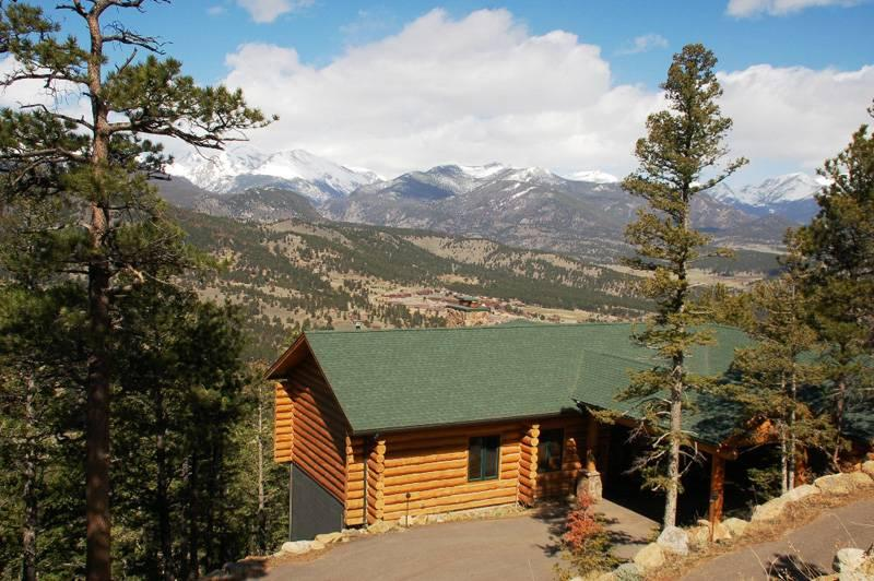 Alpine Jewel at Windcliff: Panoramic Mountain Views, Authentic Log Cabin, Luxury - Image 1 - Estes Park - rentals