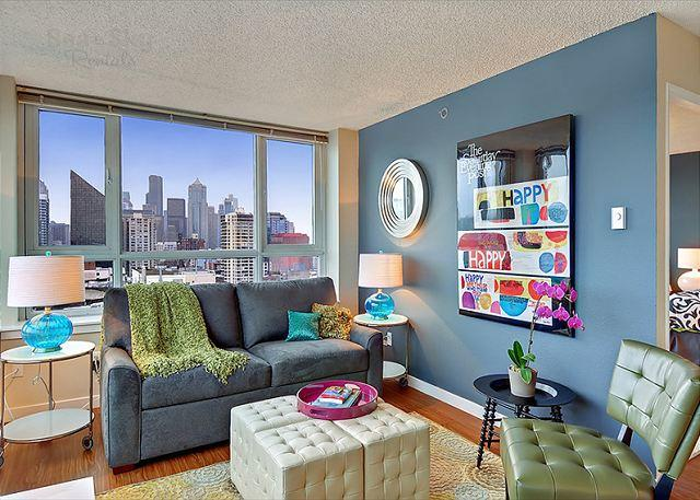 Living Room - Chic and trendy 21st floor apartment with amazing downtown views! - Seattle - rentals