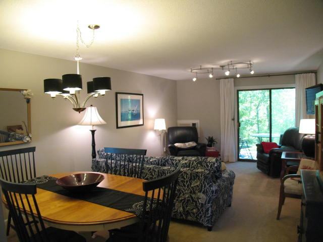 Living Area - $100 DISCOUNT on all JUNE arrivals: Ocean Edge Street Level with updated kitchen, sleeps 6 with pool passes (fees apply) - CH0424 - Brewster - rentals