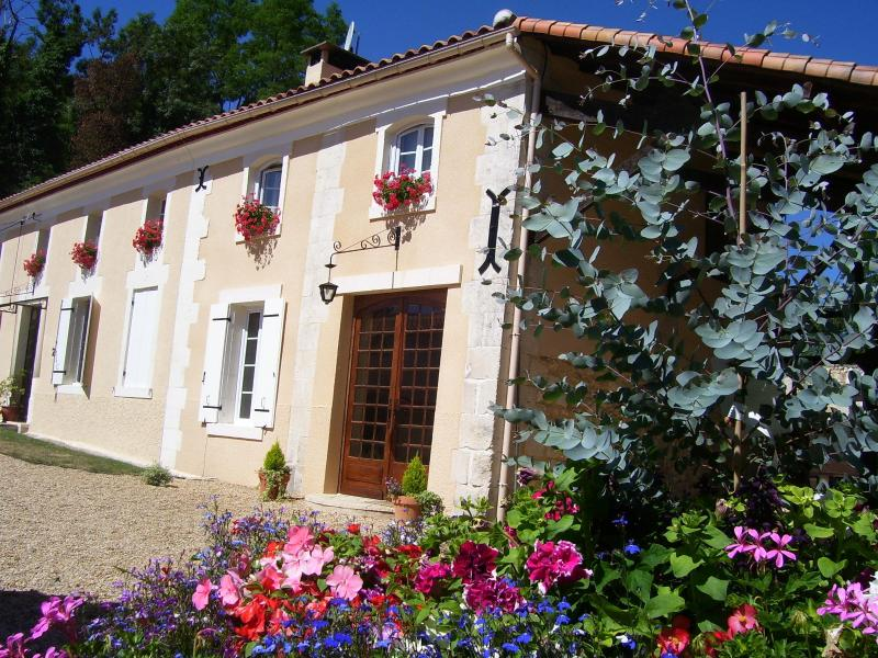 Front of Ivy - Luxury adult only 1 bed house with private hot tub - Charente-Maritime - rentals