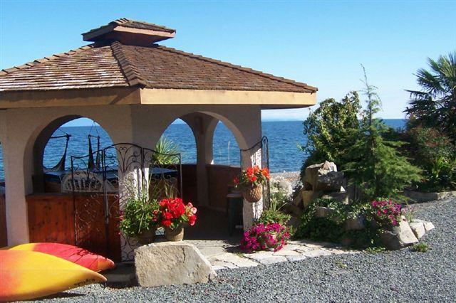 Relax in our Oceanfront Gazebo and Hot Tub, and watch the eagles soar above & cruiise ships pass - 2 bdrm beachfront clam/oyster kayaks shore fishing - Qualicum Beach - rentals