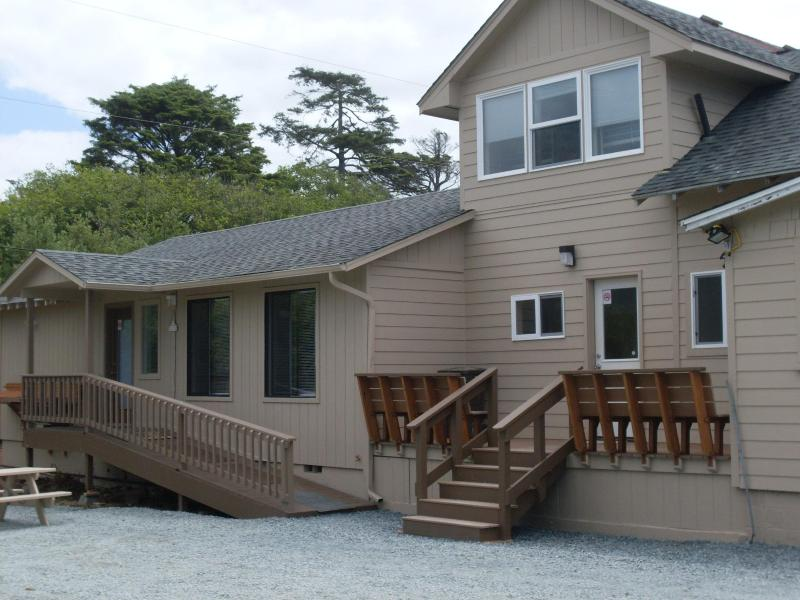 Exterior - Sea Haven's Guest House: 6 Bedroom-Close to Beach! - Rockaway Beach - rentals