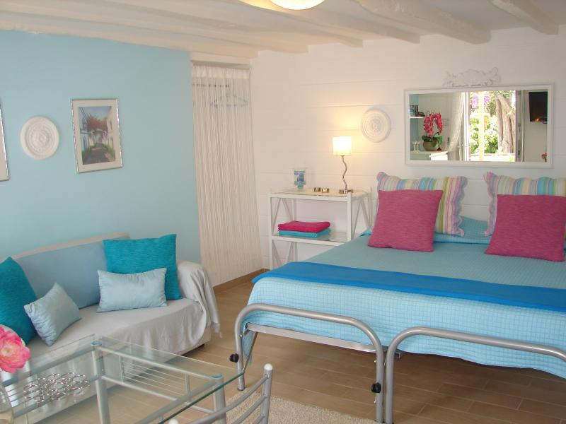 Lavender Apartment, cozy and bright, with sea view - Image 1 - Funchal - rentals