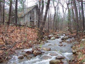 quiet setting with flowing stream (seasonal) - Chalet in the Forest with Jacuzzi - Massanutten - rentals