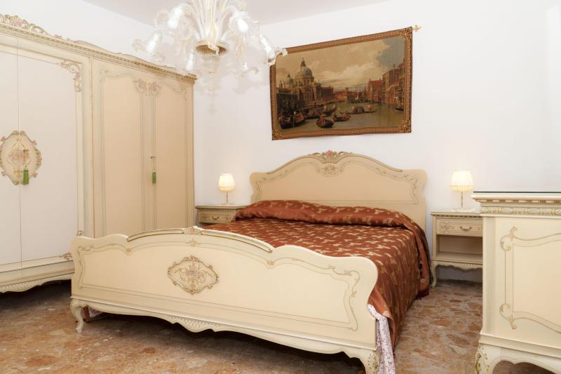 A true Venetian house 5 minutes from S.Mark Square - Image 1 - Venice - rentals