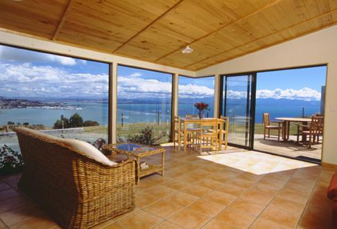 Inside The Lookout - Harris Hill Cottages - Nelson - rentals