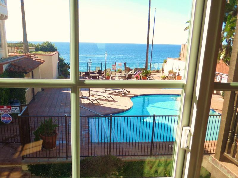 Master Bedroom ocean and pool deck views - Moonlight 130 Beach Condo, Oceanfront Pool Jacuzzi - Encinitas - rentals