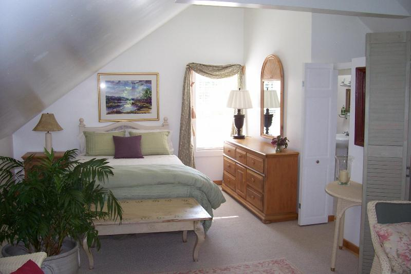 Guest Suite - Lilac Cottage B&B guest suite w/ private entrance - Spruce Head - rentals