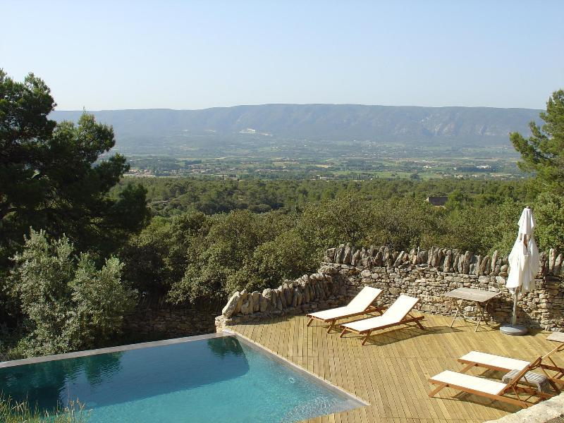 View of the valley from the pool deck - La Bergerie, Great Luberon Vacation Rental with Fireplace, Garden, Pool - Cabrieres-d'Avignon - rentals
