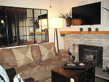 Living Room and Flatscreen TV - Mountain Shadows - MS09G - Mammoth Lakes - rentals