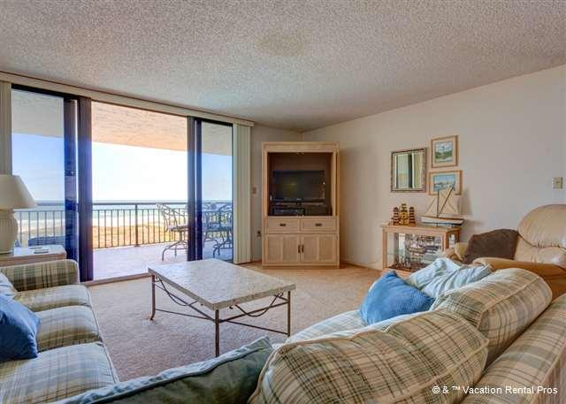 Sunrise ocean views, HDTV, comfy couches -- let's go! - Barefoot Trace 309, Ocean Front, 3 bedrooms, huge ocean balcony - Saint Augustine - rentals