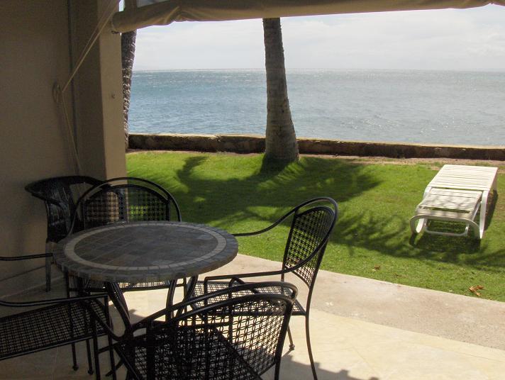OCEAN FRONT STUDIO AT 12FT TO THE OCEAN BUILDING - At 12ft Maui beautiful Ocean Front Studio /kitchen - Lahaina - rentals