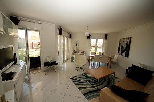 Living Area - Juan Les Pins 3 Bedroom Antibes Rental, Close to the Beach - Juan-les-Pins - rentals