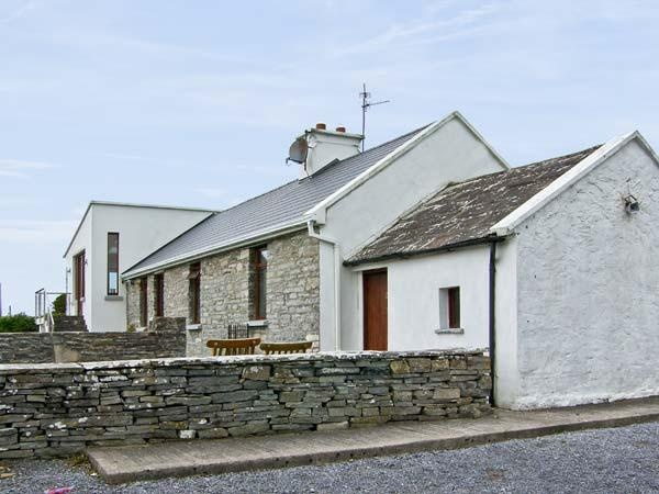 CAHILLY COTTAGE, family friendly, with a garden in Liscannor, County Clare, Ref 4664 - Image 1 - Liscannor - rentals