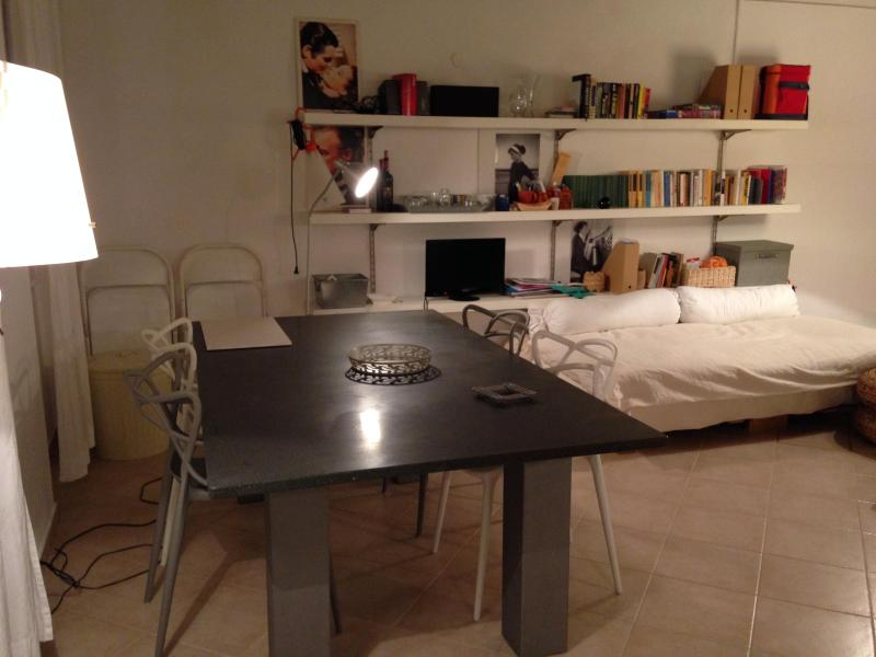 table from another side - Especial apartment, ceiling fresco, close to beach - Alghero - rentals
