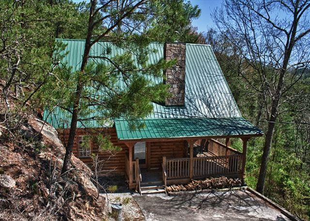 Romantic and Secluded Mountain Cabin just outside Pigeon Forge! - Image 1 - Pigeon Forge - rentals