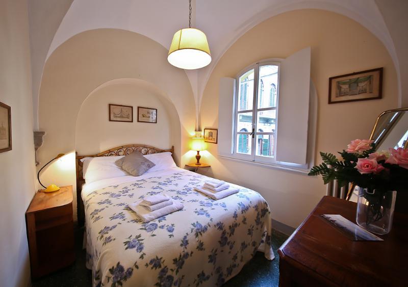 Mentana 1 Bedroom Tuscan Apartment in Florence - Image 1 - Florence - rentals