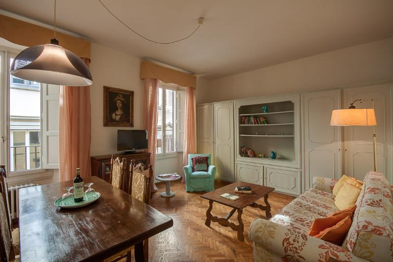 Homey 1 Bedroom at Malenchini in Florence - Image 1 - Florence - rentals