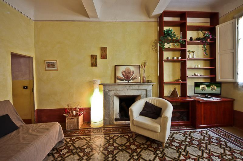 Delightful 1 Bedroom Apartment at Sole in Florence - Image 1 - Florence - rentals